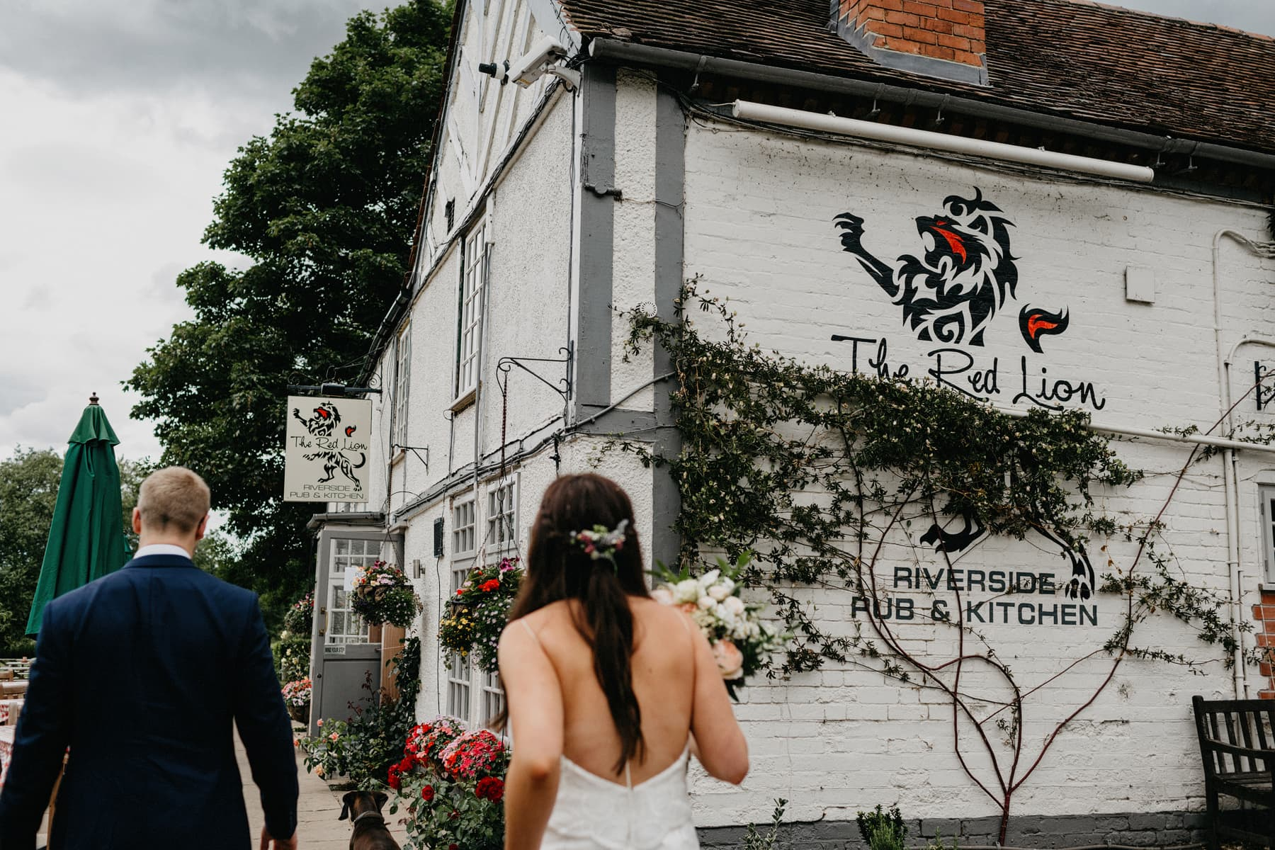 red lion pub hunningham wedding